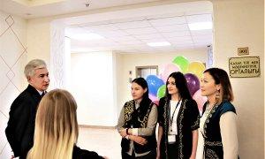 И.Тасмагамбетов и российские студенты Лингвистического университета поговорили на казахском языке